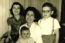 Giselda Castro e filhos (1959)